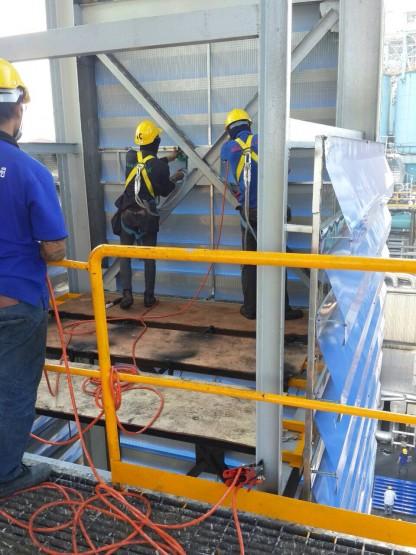 งานผลิต/ติดตั้งบานเกล็ดปล่องลิฟท์ สูง 60 เมตร 04